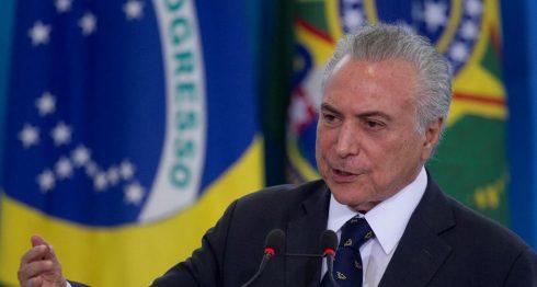 El presidente de Brasil, Michel Temer, habla durante una ceremonia oficial de Gobierno en el Palacio de Planalto, en Brasilia. LA PRENSA/EFE