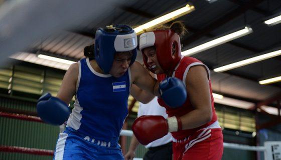 Elkis Chacon (rojo) será la representante de Nicaragua en la división de los 60 kilogramos en la rama femenina. Foto: Carlos Valle