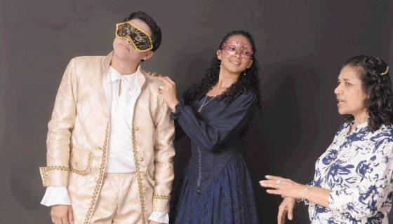 Cindy Nicaragua y Dany Aráuz, parte del elenco de la obraLa eterna aventura de Pierrot y Colombina. LAPRENSA/OSCAR NAVARRETE