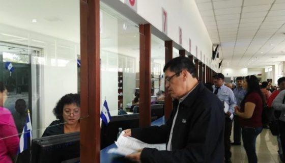 El economista Néstor Avendaño presentando la segunda queja contra dos jueces locales por no convocar a mediación a Eduardo Montealegre en el caso de injurias y calumnias.