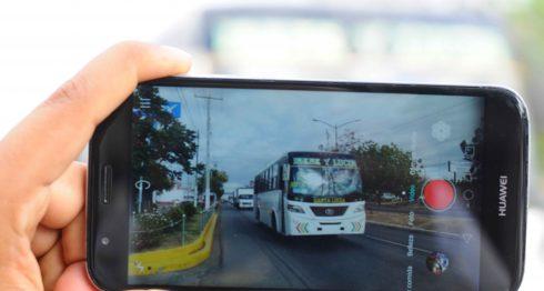 Las filmaciones y fotografías serán suficiente prueba contra buseros y taxistas que irrespeten a pasajeros o conduzcan mal. LA PRENSA/Manuel Esquivel