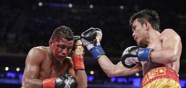 Un cabezazo de Srisaket Sor Rungvisai en el tercer asalto provocó un corte en la ceja de Román González, quien a pesar de eso no dejó de atacar. LAPRENSA/O. NAVARRETE
