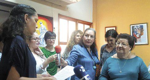 Un grupo de mujeres brindó su respaldo a la presidenta del Cenidh, Vilma Núñez. LA PRENSA/E. ROMERO