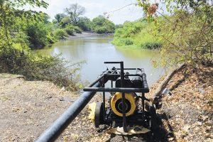 Ningún pozo privado, ninguna bomba de extracción en el campo ni el uso por otras vías de agua para riego (gravedad) tienen control alguno en el país. LA PRENSA/ARCHIVO