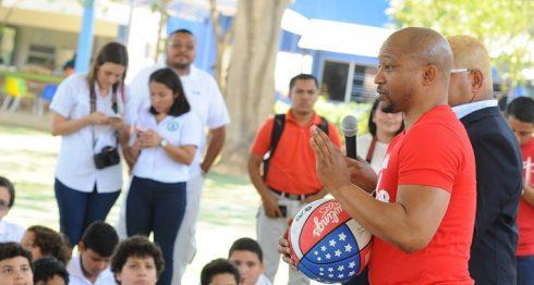 Pee Wee Harrison compartió importantes lecciones de vida con los niños. Foto: Wilmer López