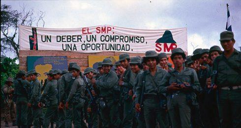 """La guerra tiene """"rostro masculino"""", dice la socióloga Mónica Zalaquett, al igual que los homicidios, las cárceles, los suicidios y otras manifestaciones de la violencia. Foto: Cortesía - Archivo personal de Óscar Navarrete / La Prensa."""