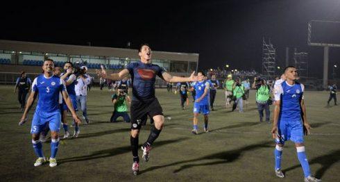 Selección de Futbol celebra el éxito. LAPRENSA/ CARLOS VALLE
