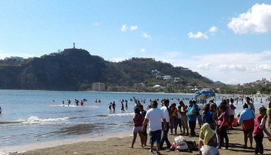 Así luce la bahía de San Juan del Sur este sábado de Gloria 2017. LA PRENSA / Ramón Villarreal.