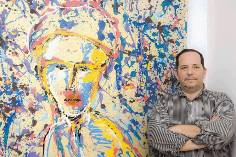 Noel Salvador Montealegre Denueda expone sus nuevas obras en la exposición Intelectual Hardway. LAPRENSA/CARLOS VALLE