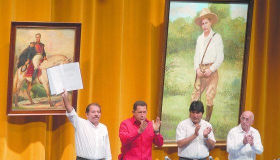 Las imágenes del general Augusto C. Sandino y de Simón Bolívar están presentes en la mayoría de los actos de los mandatarios Daniel Ortega y, en su momento del fallecido Hugo Chávez, y ahora Nicolás Maduro, respectivamente. LA PRENSA/ ARCHIVO