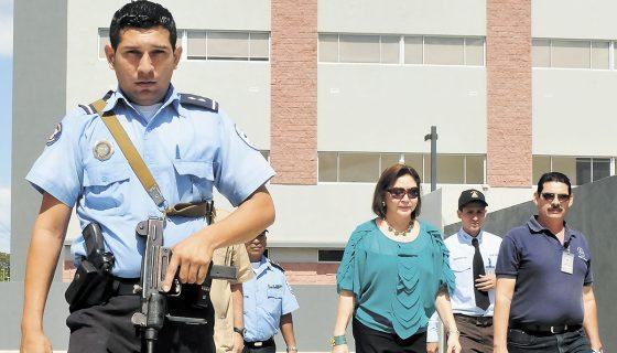 La presidenta Alba Luz Ramos visitando el nuevo Complejo Judicial de Managua, recién construido. En su gestión la infraestructura del poder judicial ha mejorado significativamente. LA PRENSA / Archivo