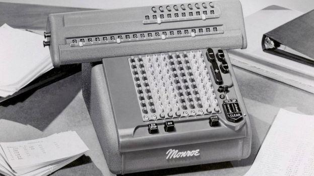 Algunas empresas financieras se aferraron por mucho tiempo a las calculadoras Monroe por una simple resistencia al cambio. ALAMY