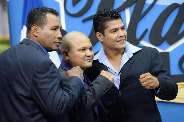 Rosendo Álvarez (centro) a Ricardo Mayorga (izquierda) para su pelea con Fernando Vargas. LA PRENSA/Lissa Villagra