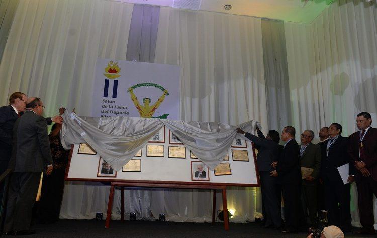 Las placas de los nuevos miembros del Salón de la Fama del Deporte Nicaragüense fueron develadas en la ceremonia de exaltación. LA PRENSA/CARLOS VALLE