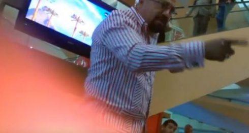 Captura del vídeo que circuló en las redes con las amenazas del embajador de Nicaragua en República Dominicana, Nelson Artola. El gobierno comunicó la remoción de su cargo.
