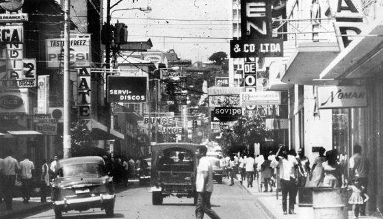 Avenida central o Roosevelt de la antigua Managua. Foto tomada de norte a sur. LA PRENSA / Cortesía: Nicolás López Maltez.
