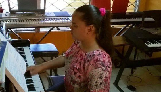 Una de las participantes es Zorayda Vasconcelos Thomas, de 15 años y no vidente, quien toca desde muy pequeñita. LAPRENSA/CORTESÍA/WALESKA R.CISNE