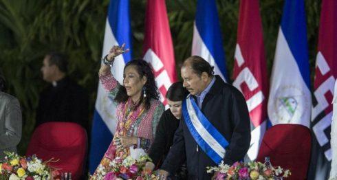 El presidente Daniel Ortega y su esposa Rosario Murillo han sido cuestionados por el acoso que sostiene su gobierno a la libertad de prensa. LA PRENSA/ARCHIVO