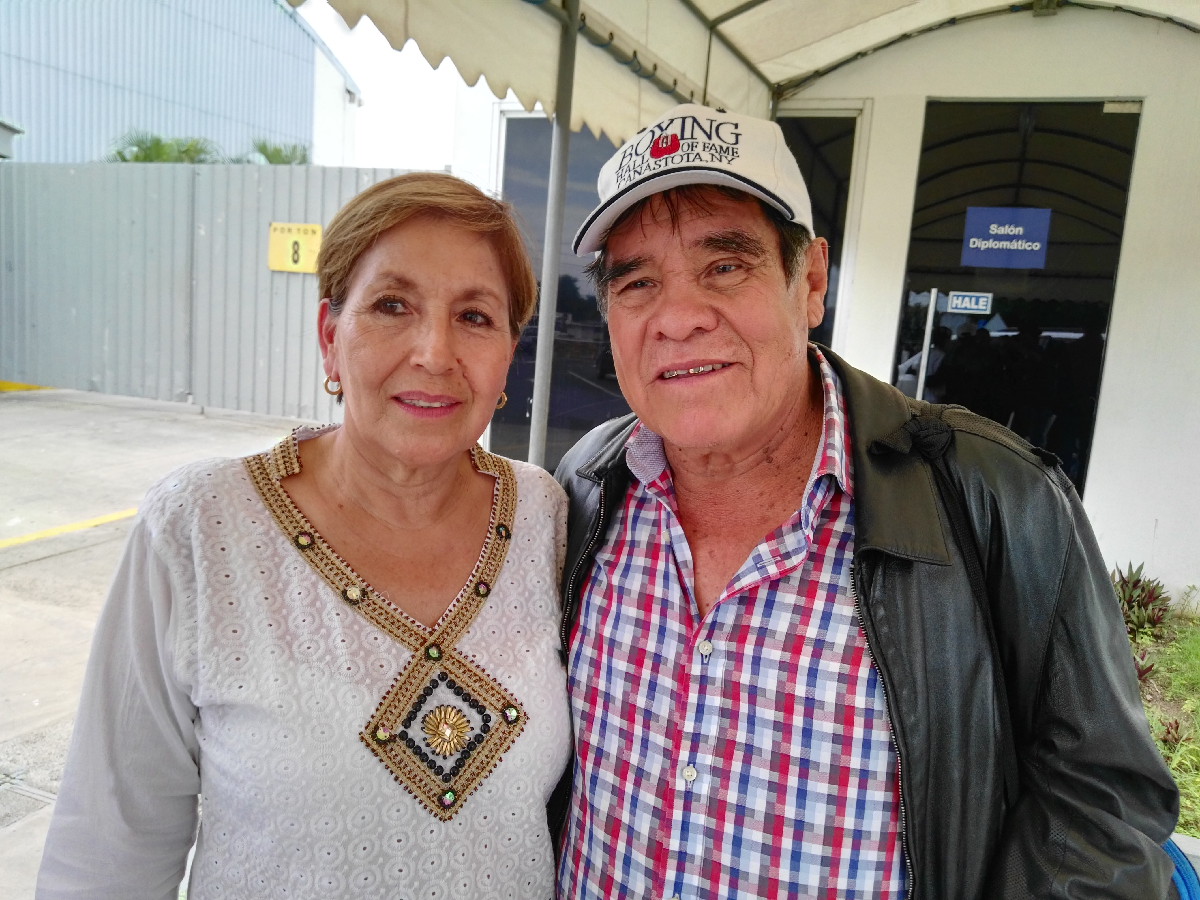 Rubén Olivares y su esposa Elba Aguilar, en su llegada al país. Foto: LA PRENSA/ Bayron Saavedra