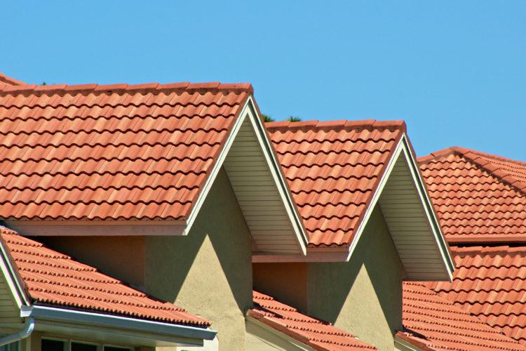 Los techos no s lo protegen tambi n decoran conozca y for Modelos de techos con tejas