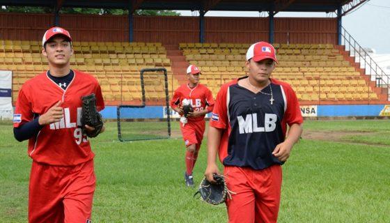 Lesther Medrano y Ariel Rayo, son parte de la Preselección Nicaragüense de Beisbol Juvenil A. LA PRENSA/URIEL MOLINA