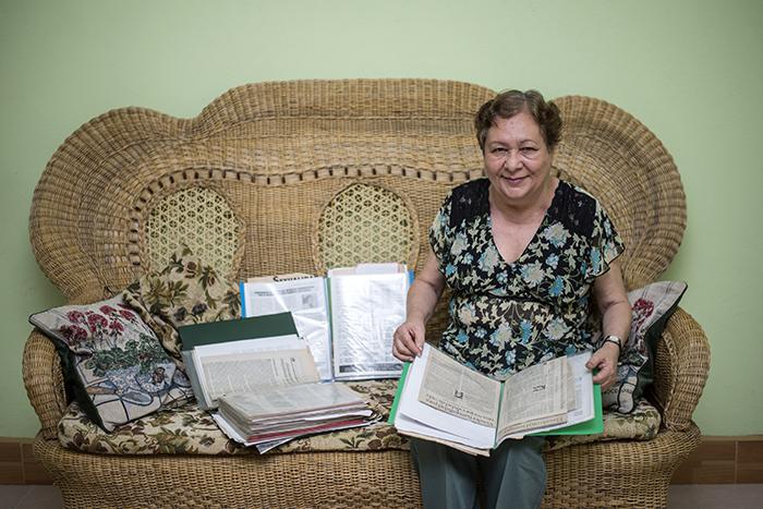 Doraldina Zeledón conserva todos los artículos que ha publicado sobre el ruido, con ellos planea publicar un libro. Oscar Navarrete/ LA PRENSA.