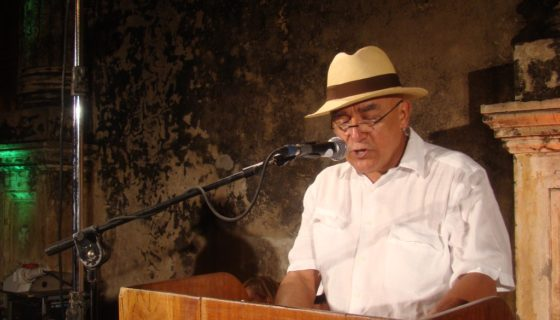 Escritor Erick Blandón, autor del libro Vuelo de cuervos, publicado por Alfaguara. L