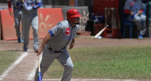 Jilton Calderón empujó con una base por bolas con bases llenas, la carrera que acabó el empate a cuatro entre Carazo y Matagalpa. LA PRENSA/JADER FLORES