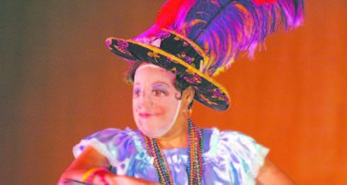 IIndígenas promesantes salían en las fiestas patronales con máscaras de cedazo. También las húngaras o gitanas, salían en Masaya, Managua y Diriamba durante las fiestas patronales, con máscaras de cedazo. LAPRENSA/Archivo