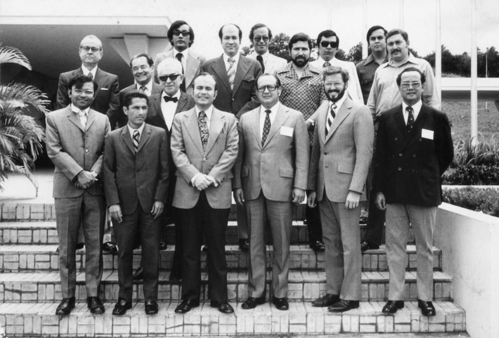 Ernesto Cruz, acompañado de directivos y ejecutivos de INCAE. LAPRENSA/Cortesia E. Cruz