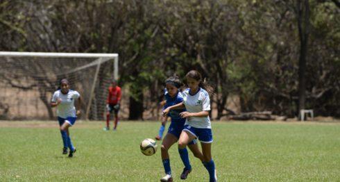 Managua, Nicaragua 29 de Abril del 2017. Futbol femenino entre los equipos las Aguilas de Leon y las Leyendas de Managua. FOTO/LA PRENSA/CARLOS VALLE.