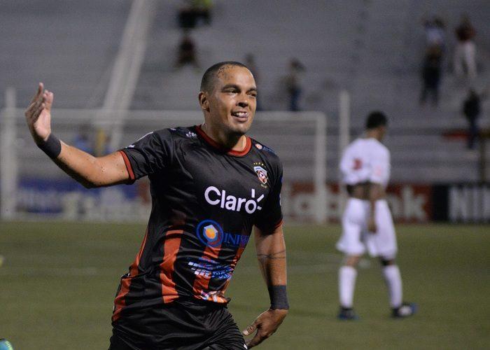 Bernardo Laureiro marcó dos goles para el Ferretti ante el Belmopan Bandits. LA PRENSA/MANUEL ESQUIVEL