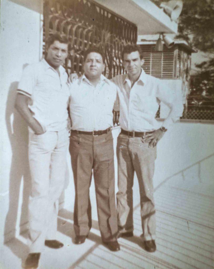 Luis Manuel Somarriba (izquierda) fue quien grabó a el grito que don Carlos Rodríguez (centro) hizo para la radionovela Con Sandino en la Montaña. LAPRENSA/ CORTESÍA