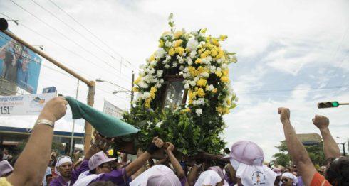 Santo Domingo de Abajo va camino a su casa en Ciudad Sandino. LA PRENSA/ Uriel Molina.