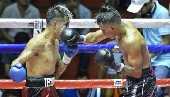 Cristofer Rosales (der.) contra Martin Tecuapetla en su ultima pelea. FOTO: Jader Flores/ LA PRENSA.