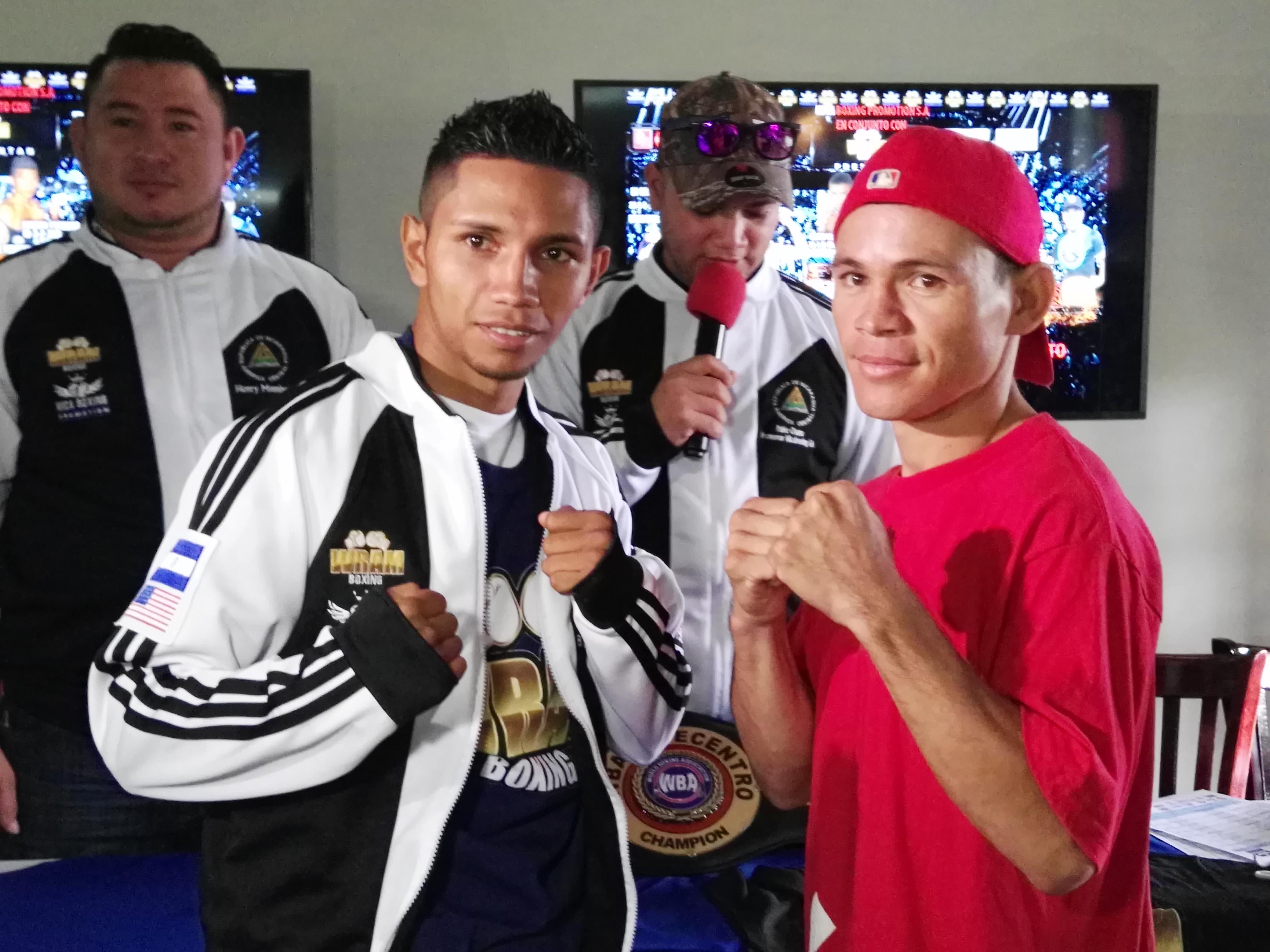 """El ex campeón mundial Byron """"El Gallito"""" Rojas en el cara a cara con Nelson Luna, su rival del próximo 25 de agosto en Managua. Foto: LA PRENSA/ Bayron Saavedra"""