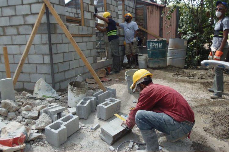 Organismos como el Inprhu de Estelí trabajan en la construcción de viviendas con el apoyo de Hábitat para la Humanidad. LA PRENSA/ R. MORA