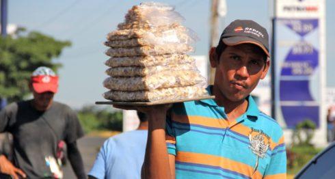 El desempleo en Nicaragua obliga a muchos a ganarse la vida en las calles, es decir en el sector informal. LA PRENSA/ CORTESÍA PNUD