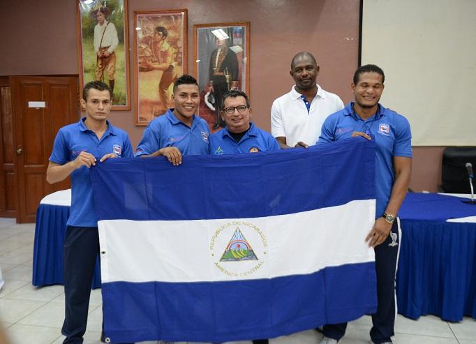 Los tres miembros del equipo nacional van por el primer triunfo en un certamen de este tipo. Foto: Carlos Valle/ LA PRENSA