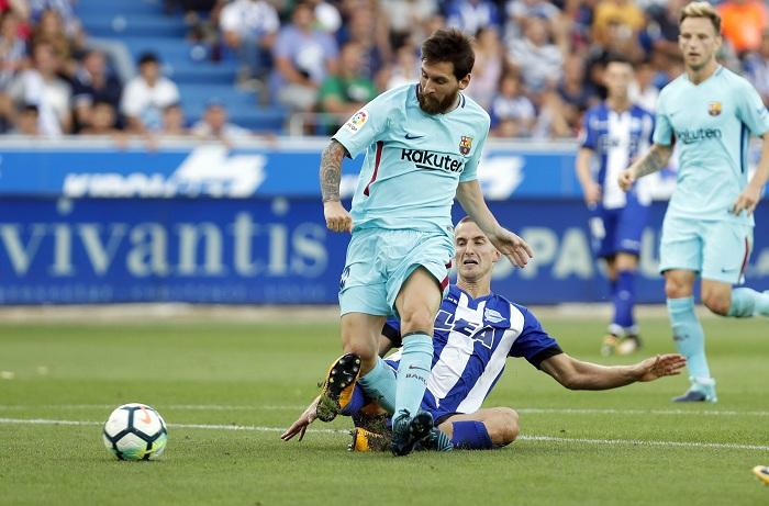 Lionel Messi anotó sus goles 350 y 351 en la Liga española, aumentando su récord de máximo anotador. LA PRENSA/EFE/David Aguilar