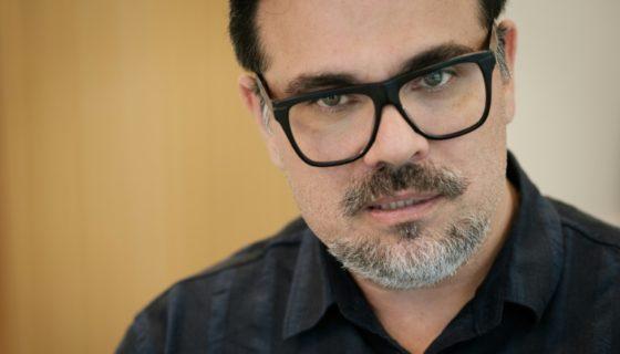 El cineasta brasileño Marcelo Antúnez en entrevista con AFP sobre su película acerca del Lava Jato, en Rio de Janeiro, el 31 de octubre de 2016, cuando el film recién comenzaba a rodarse. LAPRENSA/AFP