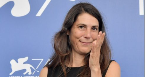 La antropóloga Verena Paravel posa durante la presentación de la película Caniba en la 74 edición del Festival de Cine de Venecia . LAPRENSA/AFP /Tiziana FABI