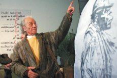 """""""Durante 50 años la poesía fue el paraíso del tonto solemne, hasta que llegué yo"""", proclamó una vez Nicanor Parra, el creador de la antipoesía. A sus 103 años el poeta sigue activo, en casa nueva y en familia. LA PRENSA/EFE"""