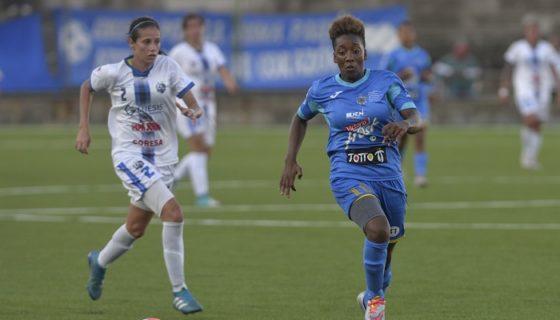 Shanelly Treminio (derecha) mostró su potencia y agilidad, al marcar par de goles ante Moravia de Costa Rica. LA PRENSA/JADER FLORES