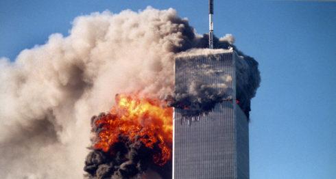 El martes 11 de septiembre e 2001 dos aviones comerciales penetraron en las Torres Gemelas de Nueva York, Estados Unidos, en uno de los atentados terroristas más grandes de la historia. LA PRENSA / AP.