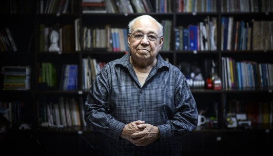 Nicolás López Maltez tiene una colección de libros que hablan sobre la historia de Nicaragua. LA PRENSA/ ÓSCAR NAVARRETE