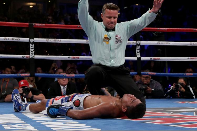 """Román """"Chocolatito"""" González surfrió el primer nocaut de su carrera como boxeador profesional. LA PRENSA/Jeff Gross/Getty Images/AFP"""