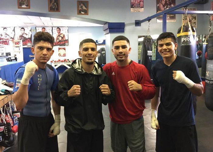 Randy Caballero, al centro junto a su hermano Rommel, busca volver a reinar en el boxeo mundial. LA PRENSA/CORTESÍA/MARCOS CABALLERO
