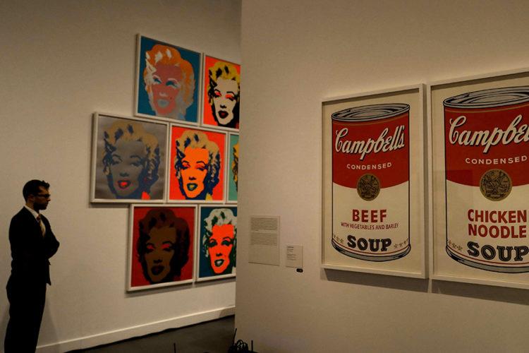 Las obras Sopa Campbell's, de 1968, y Marilyns, de 1990, son algunas de las 350 piezas que se muestran en la exposición Warhol. El arte mecánico, en el Caixafórum de Barcelona, que recorre la trayectoria del artista estadounidense. LAPRENSA/EFE/Toni Albir