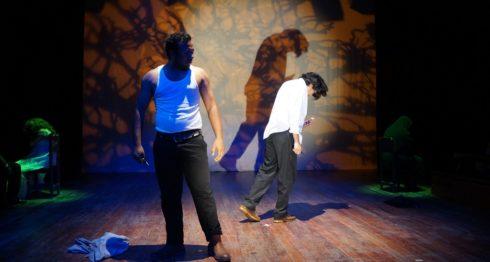 El personaje de Leonardo (raptor de la novia) fue actuado por y Sergio Ramírez, y el novio burlado, Dany Arauz. En la escena están heridos de muerte. LA PRENSA / URIEL MOLINA